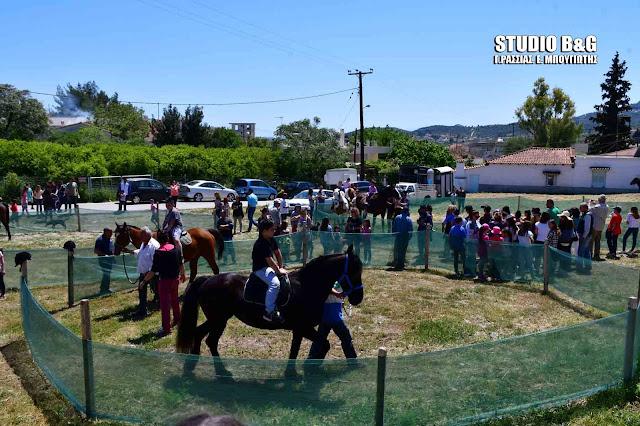 Ναύπλιο: Βόλτες με άλογα για να τιμήσουν τον Άγιο Γεώργιο (βίντεο)