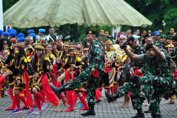 Semangat Kebersamaan TNI-Rakyat Dalam HUT TNI Ke 71