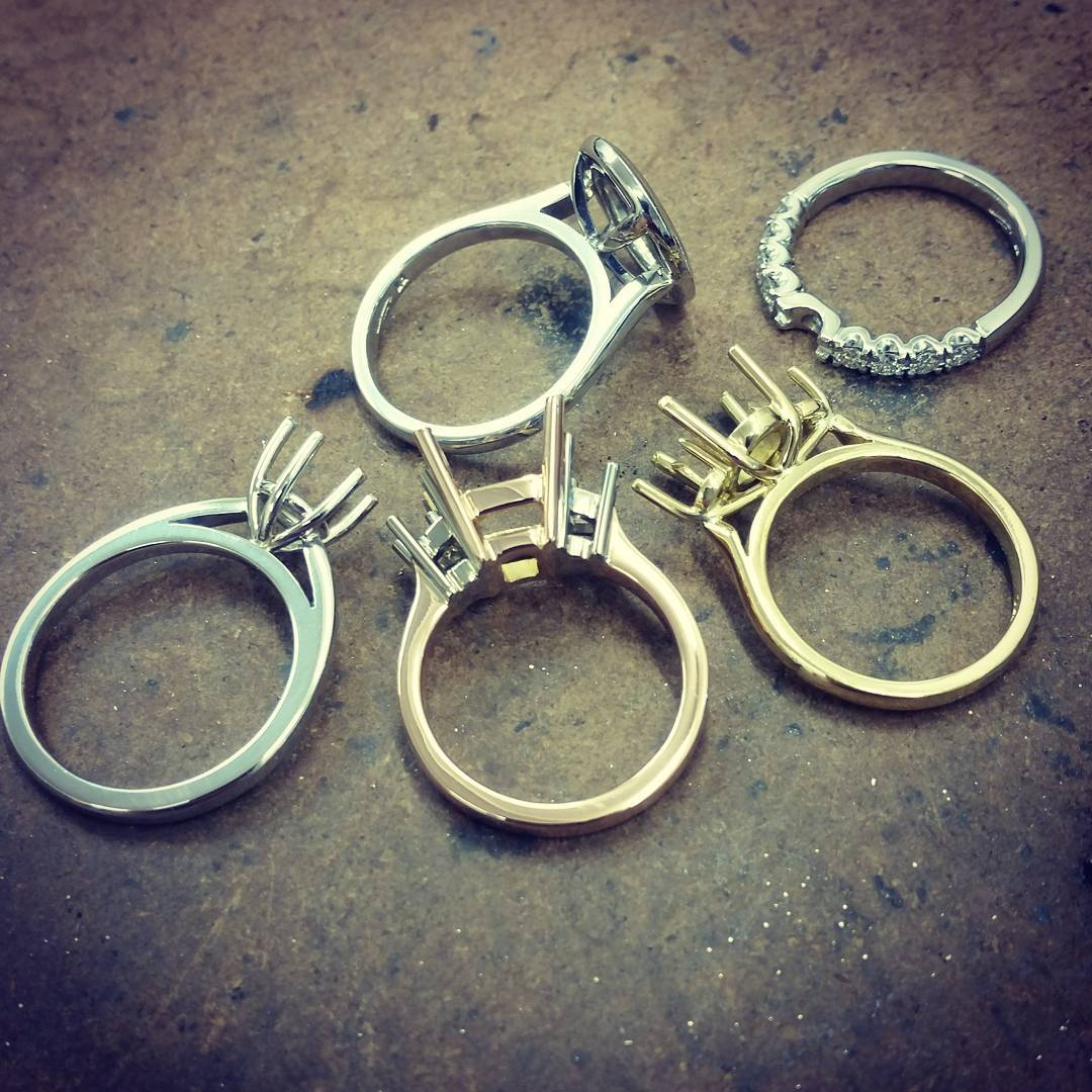 34 Aneka Ragam Foto Gambar Cincin Terbaru Cantik, Membuat Kalian Ingin Langsung Beli