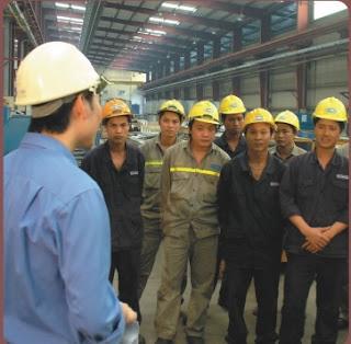 Công nhân được phổ biến kiến thức về an toàn lao động