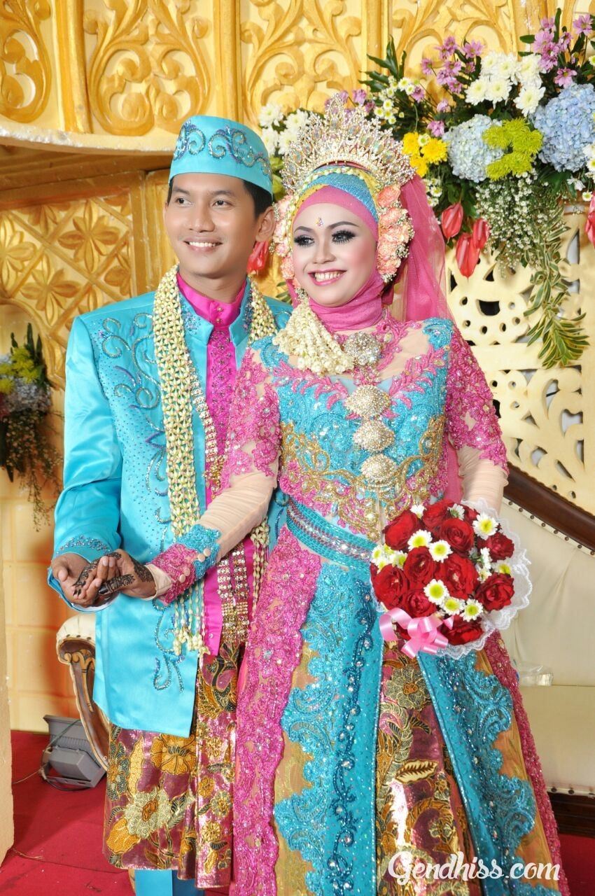 Baju Pengantin Muslim Warna Ungu Sepasang Inspirasi Pernikahan