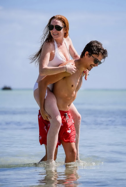 Lindsay-Lohan-showing-pokies-in-white-swimsuit-with-her-fiance-in-In-Mauritius-n69pf6xm0c.jpg