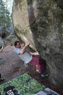Ivan dans Gainage et Dévers, 6C+, Rocher Canon, Fontainebleau, (C) Greg Clouzeau