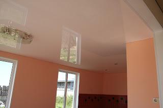 Матовые и глянцевые красивые натяжные потолки фото в Лабинске
