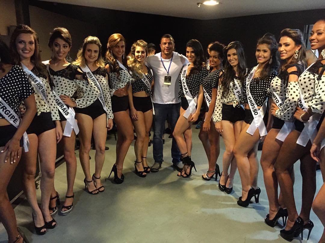 Kléber Bambam entre as candidatas a Miss Brasil 2016 - Foto: Reprodução