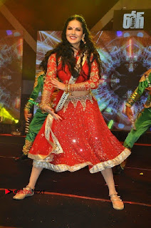 Bollywood Actress Model Sunny Leone Dance Performance in Red Half Saree at Rogue Audio Launch 13 March 2017  0127.jpg