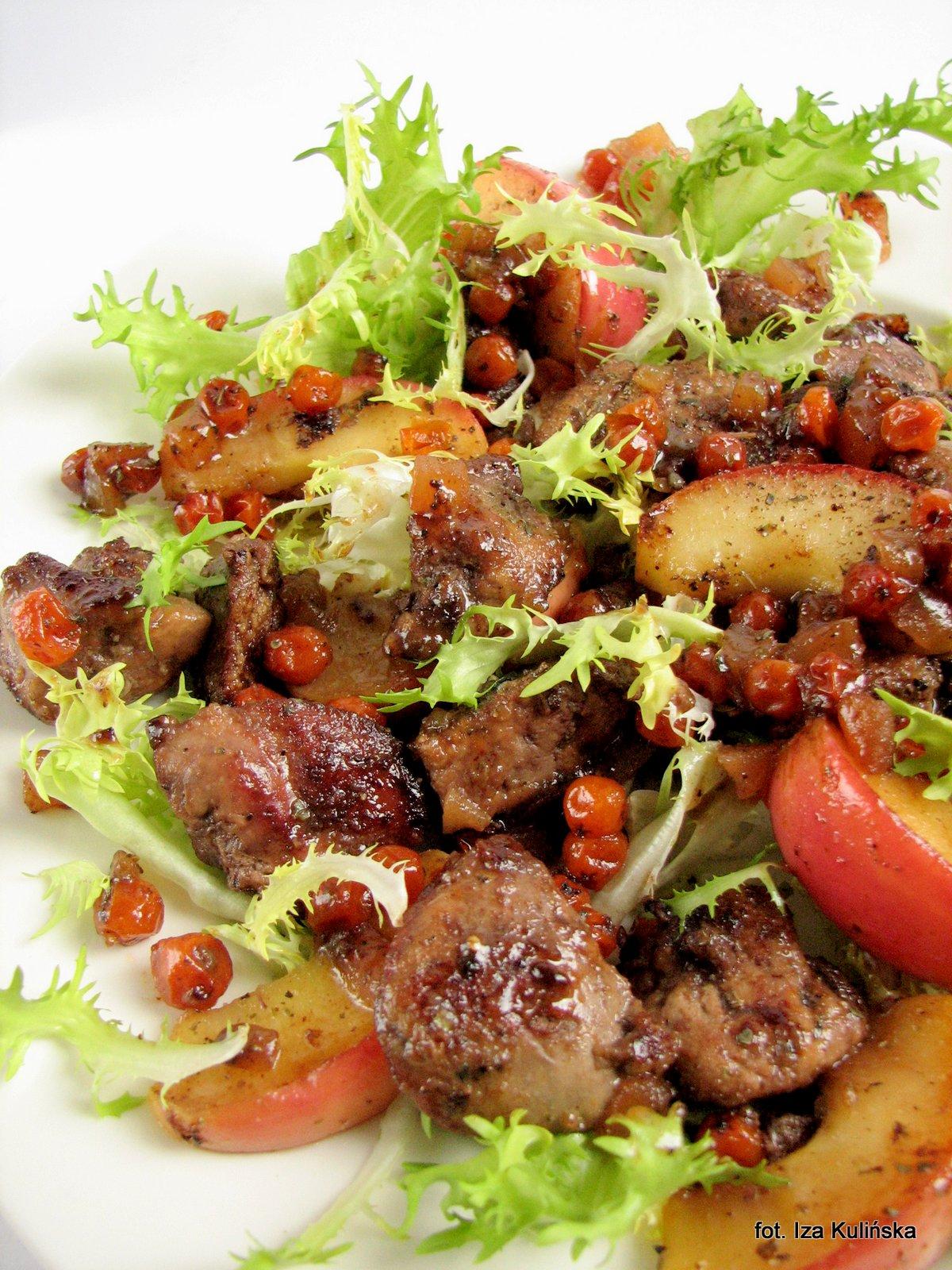 gęsia wątróbka z owocami na sałacie , gęsina , na świętego Marcina , gęś , gąska , dania z gęsi , najsmaczniejsze dania , domowe jedzenie , mięso , drób , czas na gęsinę , coś pysznego , najlepsze przepisy na domowe jedzenie , kuchnia polska