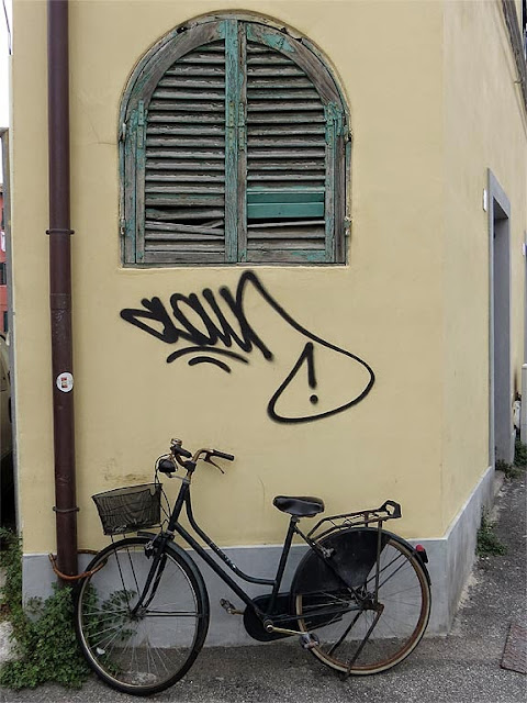 Bicycle at the corner of Via dell'Origine with Via Paoli, Livorno