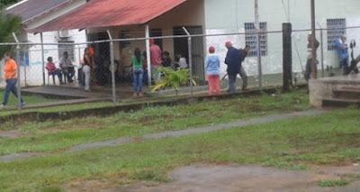 ¡EMPEZARON LOS ABUSOS! Denuncian instalación de máquina del CNE en sede del PSUV en Bolívar