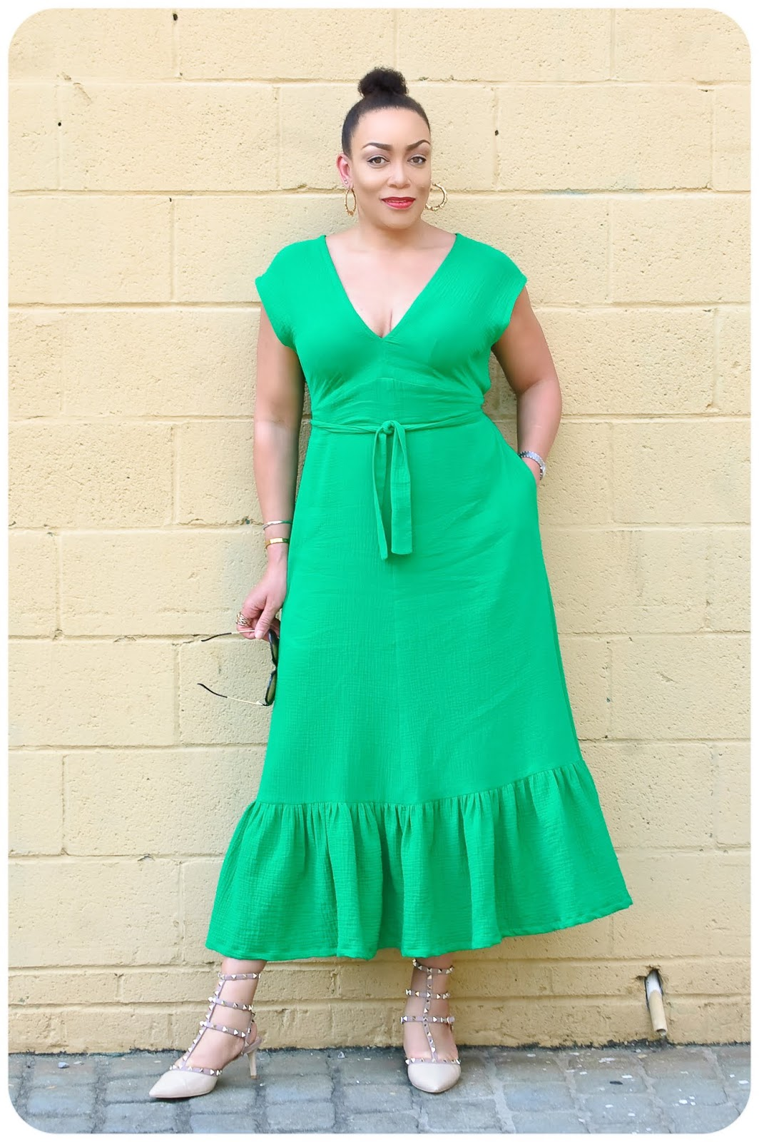 Review: Vogue 9311 - Kelly Green Ruffle Hem Midi Dress!