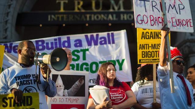 Protestas contra Donald Trump durante inauguración de su hotel