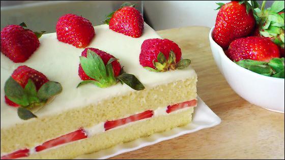 Japanese Layered Cake Recipe: KitchenTigress: Japanese Strawberry Shortcake (草莓奶油蛋糕