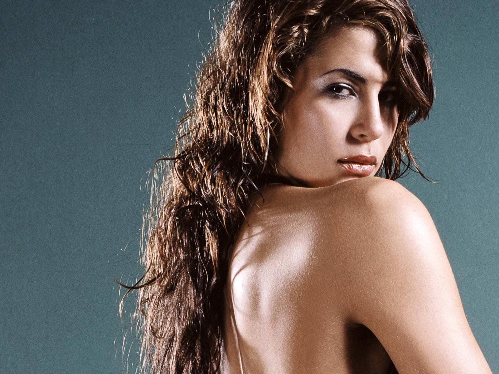 Karima Adebibe Nude