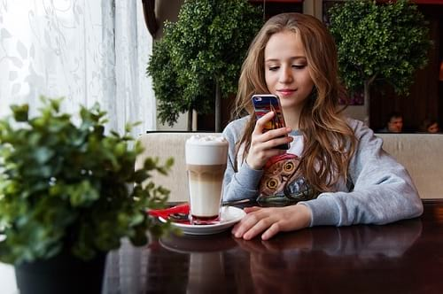 Fakta yang Bisa Kamu Tahu Hanya dengan Mengamati Chat dan Status Seseorang di Sosmed