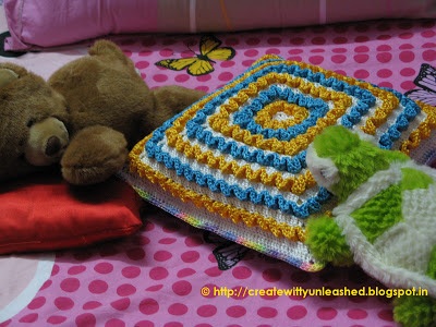Crochet wiggles square cushion 5