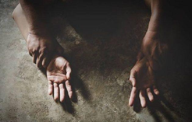 Βούλγαρος πρότεινε… τσιγάρο σε άστεγη, την ξυλοκόπησε και μετά τη βίασε