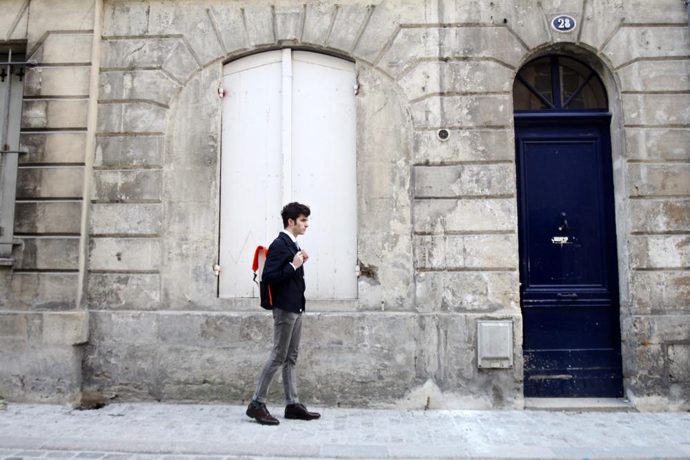 Blog_homme_mode_style-bordeaux_rains-backpack-sac-à-dos_harrington_preppy-atelier-particulier-chemise-col-rond-frye-company-cordovan-derby-paris-royalties-chaussettes