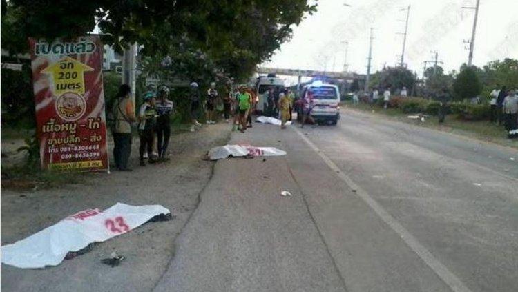 Трое погибших велосипедистов на дороге