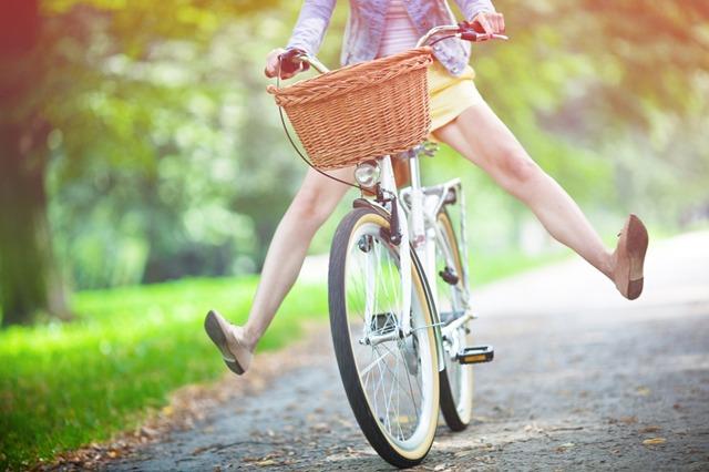 Mulher andando de Bicicleta