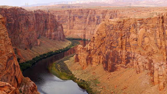 Glen Canyon Dam Over­look