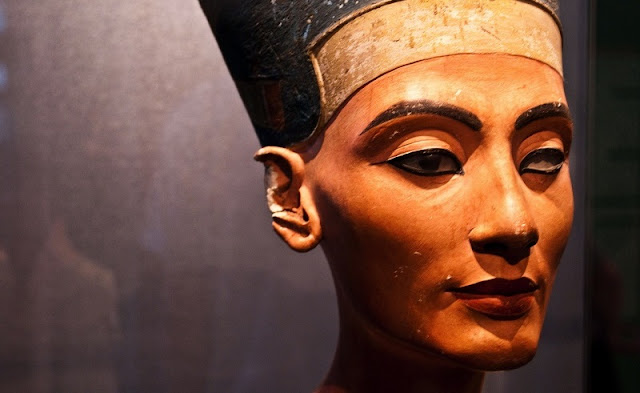 Zahi Hawass calls for return of Nefertiti bust from Germany