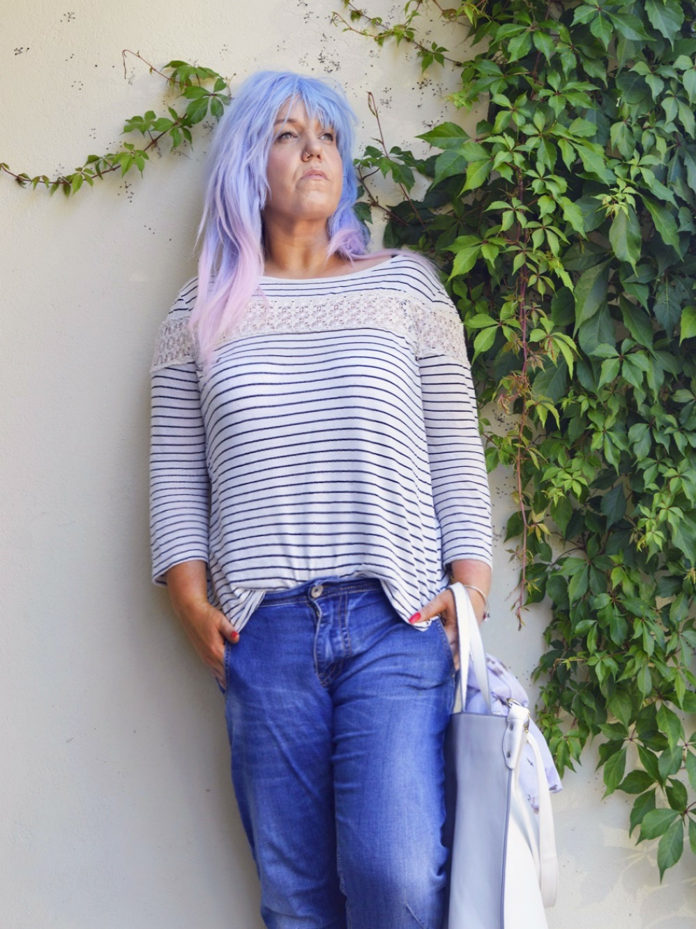 Striped Shirt with lace -  Summer Outfit with Baggy Boyfriend Jeans, striped shirt with lace  and white Leather mules,  posted by Annie K, Fashion and Lifestyle Blogger, Founder, CEO and writer of ANNIES BEAUTY HOUSE - a german fashion and beauty blog