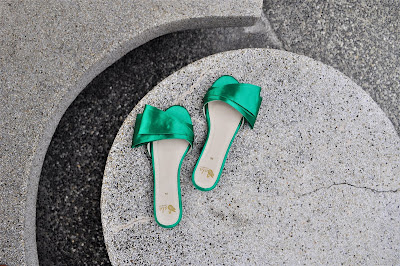 SALA CHAUSSURES ODETTE SWANDALS IN EMERALD SATEEN (7)