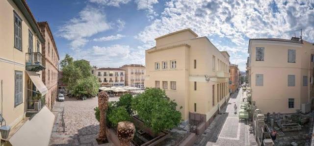 Μια πανέξυπνη ανακαίνιση διαμερίσματος στο ιστορικό κέντρο του Ναυπλίου που ξεπερνάει τη φαντασία