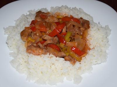 Duszona karkówka z warzywami i ryżem