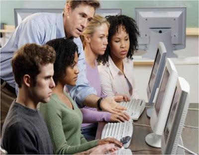 Hay muchas personas interesadas en aprender a manejar Linux, por tanto la educación es otra forma de ganar dinero con el software libre, enseñando a otros a utilizarlo