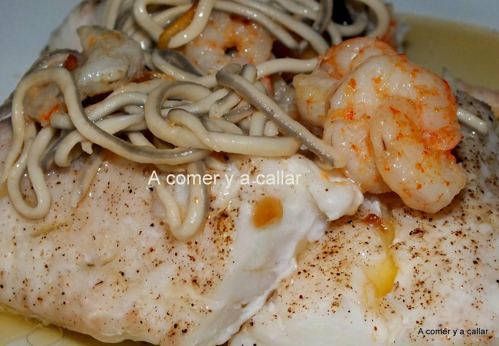 A comer y a callar merluza al horno con gulas y gambas for Merluza rellena al horno