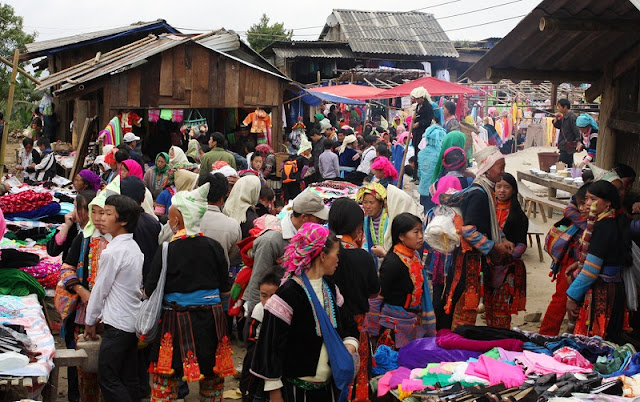 Panorama of Daily life in Lai Chau through Dao San market 1