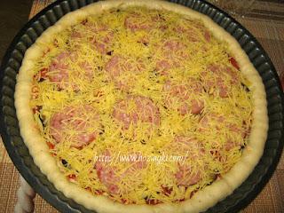 пицца салями помидорами сыром