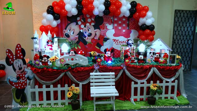 Decoração de aniversário tema Minnie Mouse vermelha - Mesa decorada tradicional forrada de tecido para festa infantil