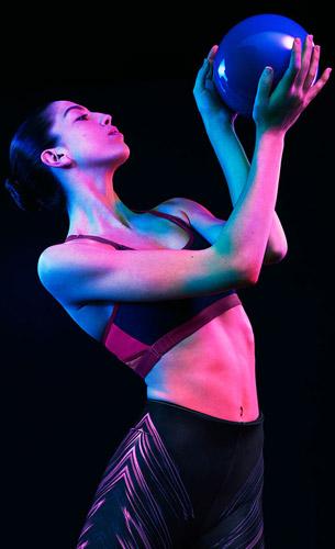sujetador deportivo y legging neon Oysho