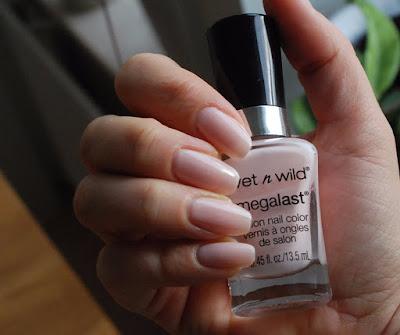 wet n wild, pink, nails, naglar, nagellack, nail polish, rosa, diskreta naglar, sugar coat