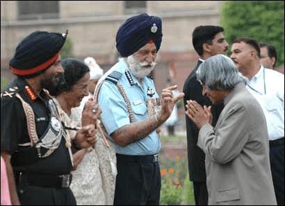 Indian Air Force Marshal Arjan Singh With Indian President Abdul Kalam HD Photo Image Wallpaper