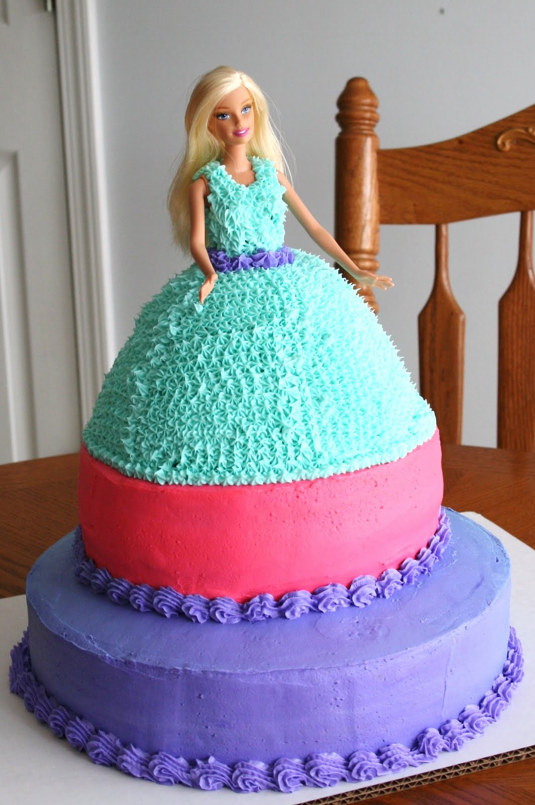 I Made My Niece Chloes 5th Birthday Cake This Year Barbie What Little Girl Doesnt At Some Time Or Another Want A White Tinted Icing