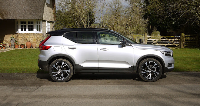 Volvo XC40 side view