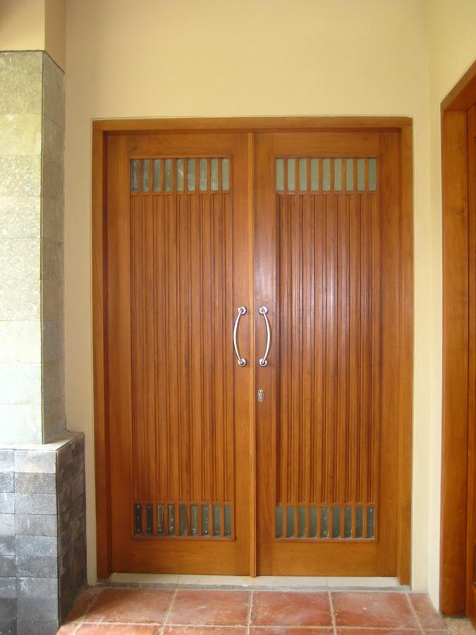 Simple sekaligus elegan, menjadi alasan mengapa rumah minimalis untuk kamu yang hendak. Rumah minimalis: Desain pintu utama rumah minimalis
