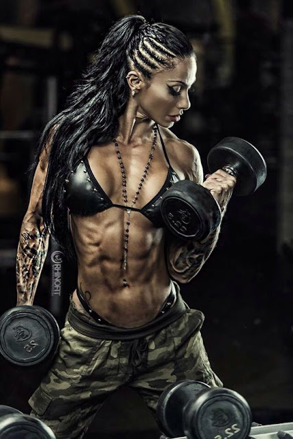 Muna Breitem - Female Fitness Models