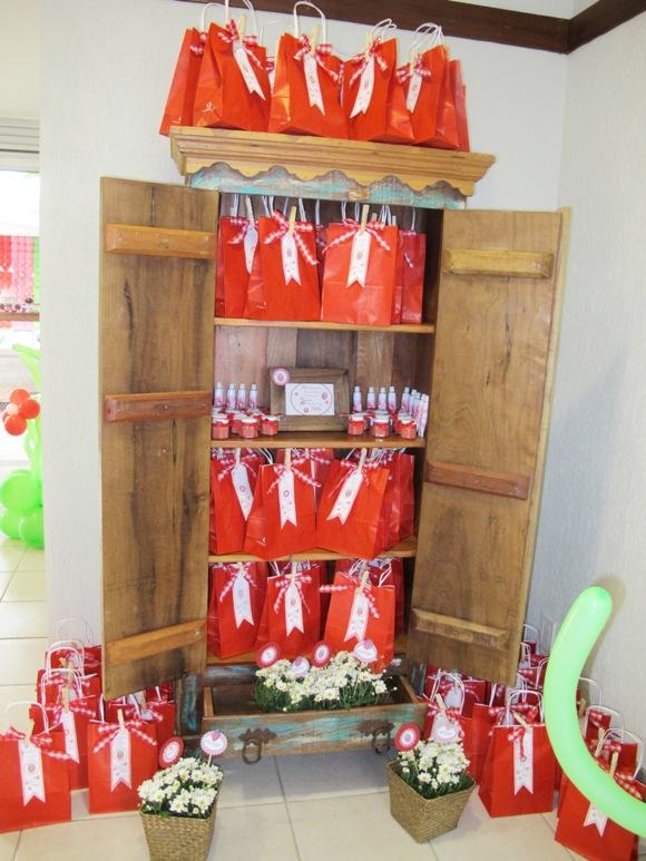 A Strawberry Shortcake Joint Birthday Party - via BirdsParty.com