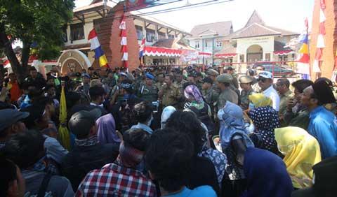 pmii demo kantor disdik kabupaten cirebon