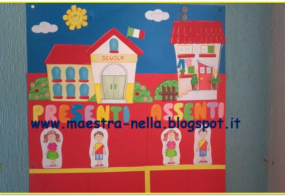 Calendario Bambini Scuola Infanzia.Maestra Nella Cartellone Presenti Assenti