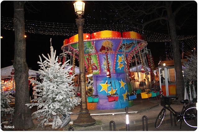 manège au marché de Noël des Champs-Elysées