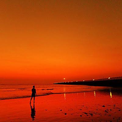 foto indahnya sunset di pantai kelan