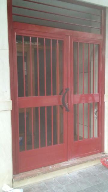 Puerta de aluminio de portal a medida