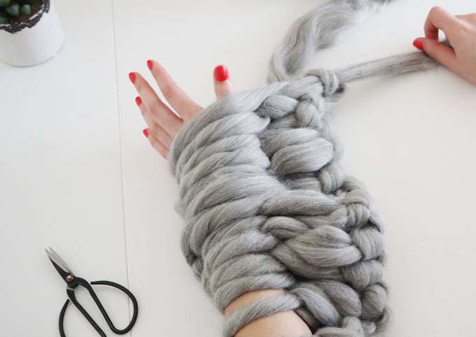 Arm Knitting Left Handed : Diy arm knitted cosy chunky blanket made up style