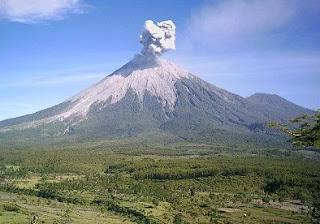 Daftar 10 Nama Puncak Gunung Tertinggi di Indonesia Lengkap dengan Gambarnya
