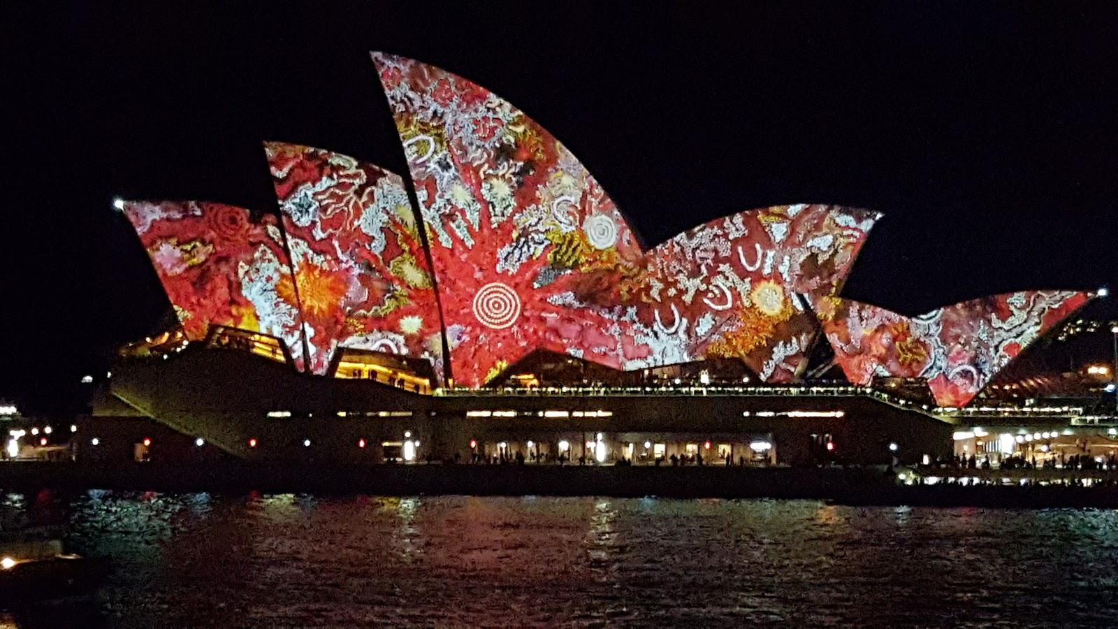 Sydney - City and Suburbs: Sydney Opera House, Vivid ...